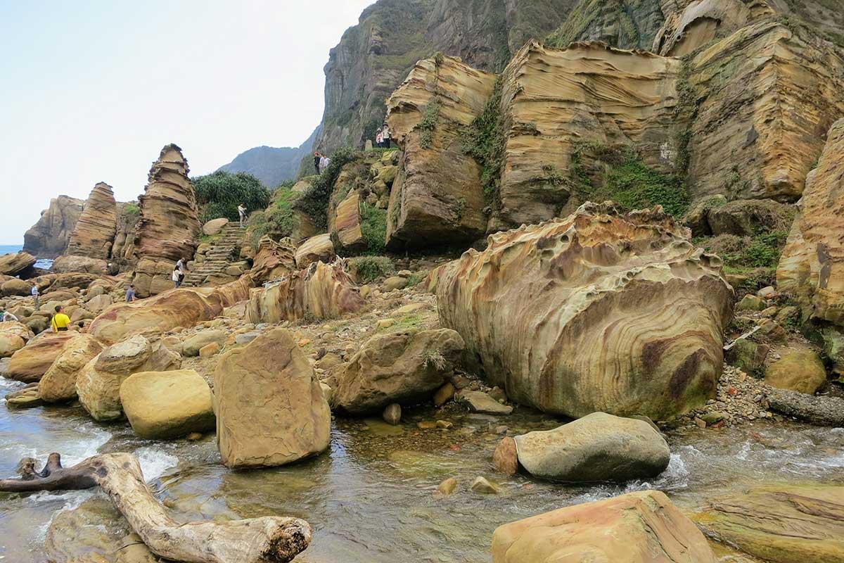 2013 南雅奇石 - 節理在風化侵蝕下形成柱狀的岩峰
